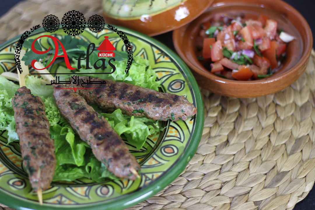 Keftaspieße & Salade Marocaine